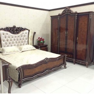 Большой вместительный шкаф с резными элементами в цвете орех комплект спальни Сусанна