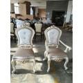 Классический белый мягкий стул Людовик с подлокотниками в царском стиле с золотом патиной