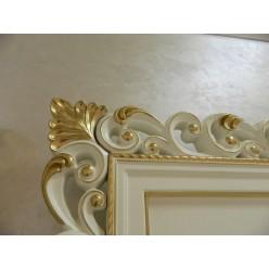 Рамка для тв-плазмы с золотой патиной в гостиный гарнитур Людовик