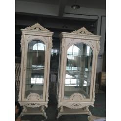 Двухдверная витрина в аристократическом стиле в гостиную Ренессанс