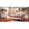 Деревянная кровать с мягким изголовьем 1800 в спальный гарнитур Романтика.