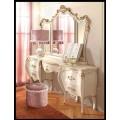 Белый туалетный столик + зеркало с изогнутыми ножками и патиной шампань в стиле ампир в спальню Романтика