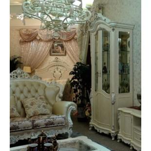 Белая с пантиной шикарная двухдверная витрина в классическом стиле барокко в гостиный набор Макао 002