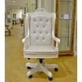 Удобное кресло в солидный кабинет в классическом стиле Макао 002