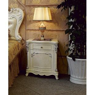 Белая с патиной прикроватная тумбочка в старинном стиле в спальный гарнитур Макао 005