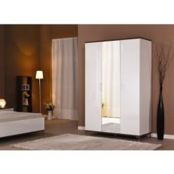 Одежный трехдверный шкаф с зеркалом в спальню Мода