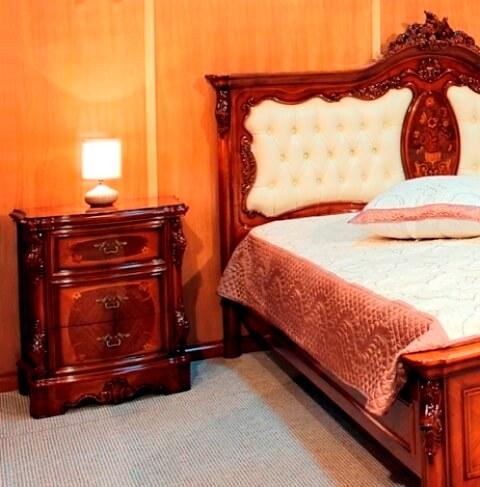Фото мебели в спальню Мара Белла: изголовье кровати в коже